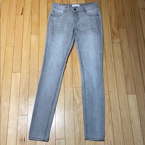 Woman's Garage Light Grey Wash Jeans Size 6